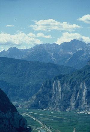 La Valle dell'Adige, il Campo Rotaliano e le Dolomiti di Brenta